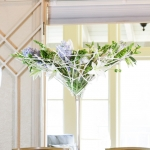 modern-centerpiece-martini-vase-white-blue-flowers-lilies-roses-by_dream-flowers_dot_com-3