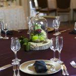 organic-bogo-style-wedding-centerpiece-wood-slice-red-roses-moss-2