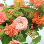 coral-flowers-low-lush-centerpiece