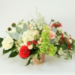 coral-white-green-flowers-low-lush-centerpiece