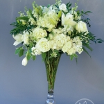 white-green-tall-arrangement_www_dream-flowers_com (1 of 4)