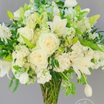 white-green-tall-arrangement_www_dream-flowers_com
