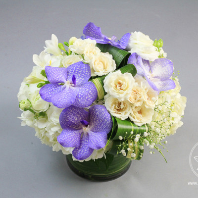 Arrangementof white hydrangea, white ranunculus, spray roses, orchids vanda www.dream-flowers.com