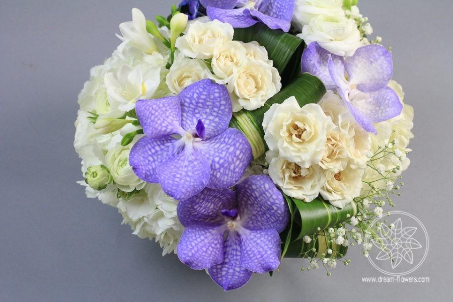 Arrangementof white hydrangea, white ranunculus, spray roses, orchids vanda www.dream-flowers.com