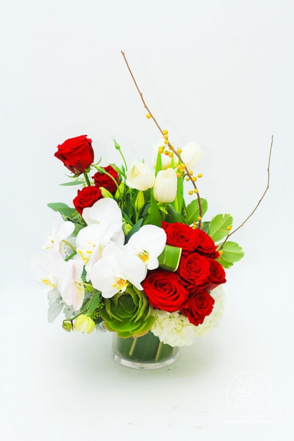 Valentine Day flower arrangement Dreaming Beauty